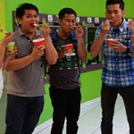Kelvin Hontiveros and others enjoying a treat